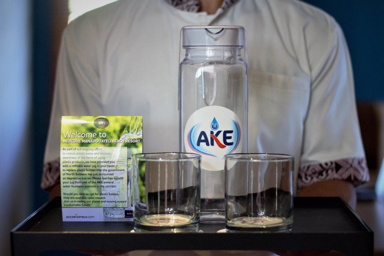 Mercure Manado Peduli Lingkungan Terapkan Program Bebas Botol Juug Untuk Air Minum Yang Disediakan Di Setiap Kamar Dalam Keadaan Terisi Dan Tersegel Namun Apablia Tamu Tetap Ingin Menggunakan Mineral Plastlk