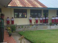 Babinsa Desa Karatung Edukasi Siswa di SDN Impres Karatung