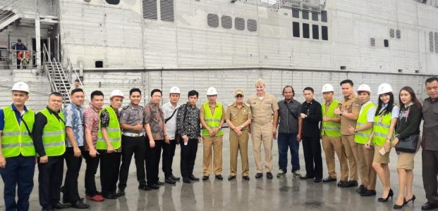 Bupati ROR Kunjungi Kapal Militer Amerika USNS Brunswick