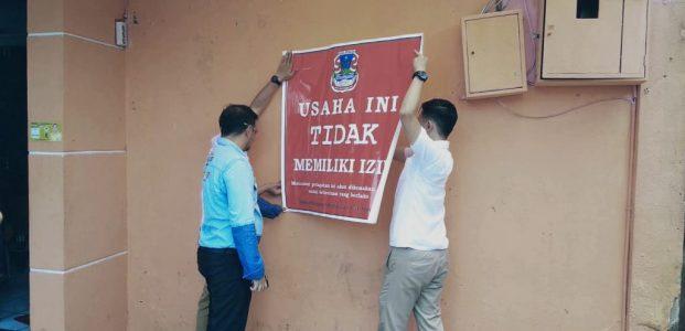 Pemkot Manado Tempeli Stiker Usaha Tidak Berizin