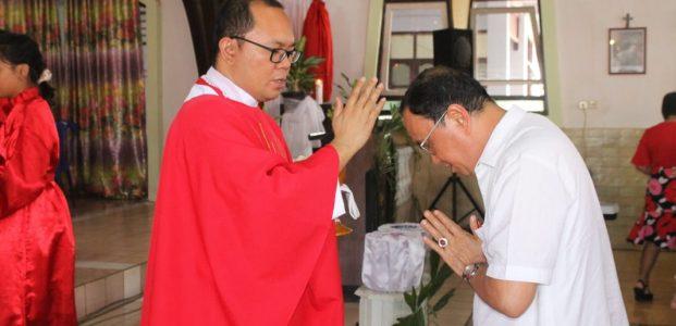Roring Misa Minggu Palem di Gereja Katolik Kristus Raja Lemoh