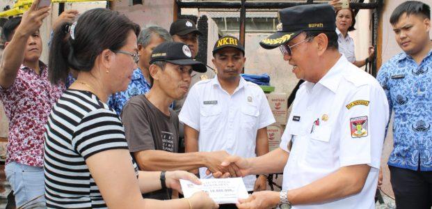 Roring Santuni Keluarga Korban Kebakaran dan Serahkan Dana Duka