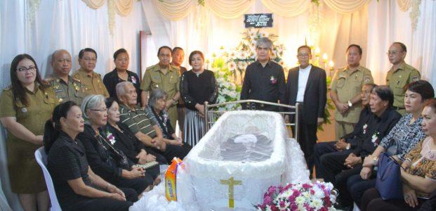 Bupati Serahkan Dana Duka di Keluarga Sumenge-Rangkang