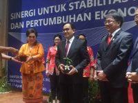 Jaga Stabilitas Harga, Gubernur Pasok Rica Surabaya dengan Pesawat Hercules