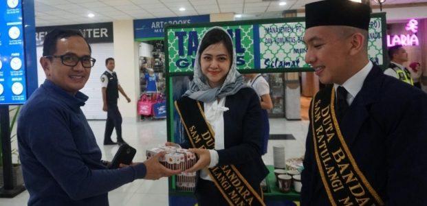 Berkah Ramadhan, Bandara Sam Ratulangi Berbagi Takjil Gratis